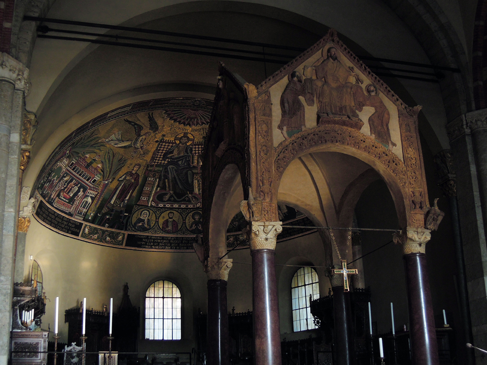 Interno della basilica di Sant'Ambrogio