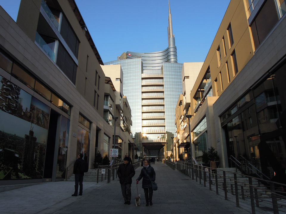 Piazza Gae Aulenti vista da Corso Como