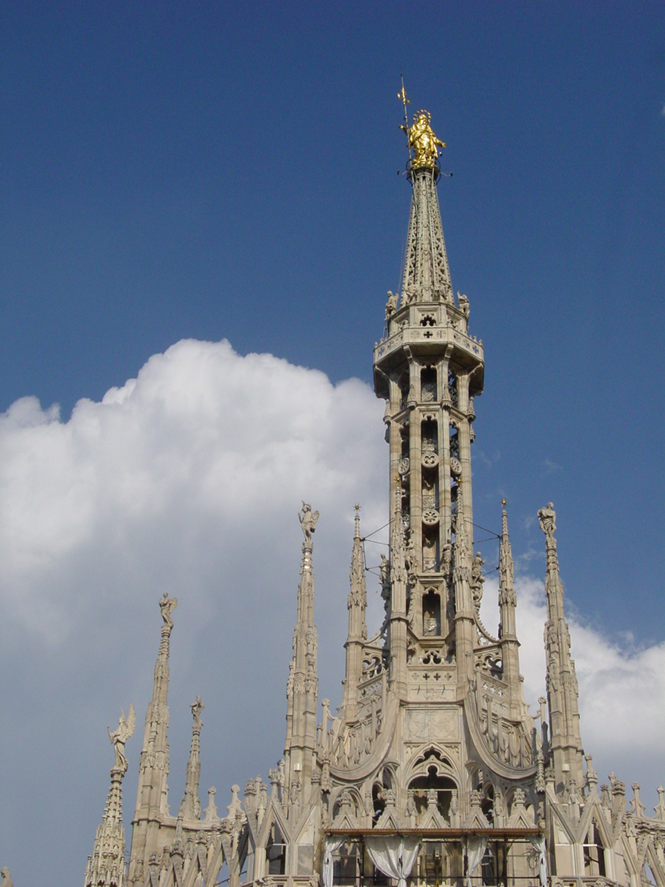 http://www.ledha.it/allegati/MXT_t2_strutture_immagini/645/IMGX_10_Immagine_Duomo_Madonnina.jpg
