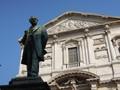 La statua del Manzoni in piazza San Fedele