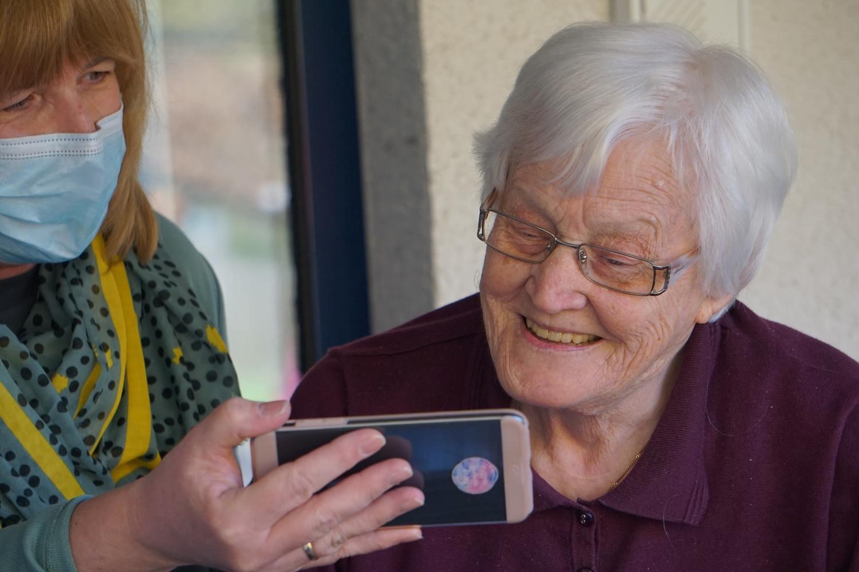 Persone con disabilità che diventano anziane: la transizione non cancella i diritti